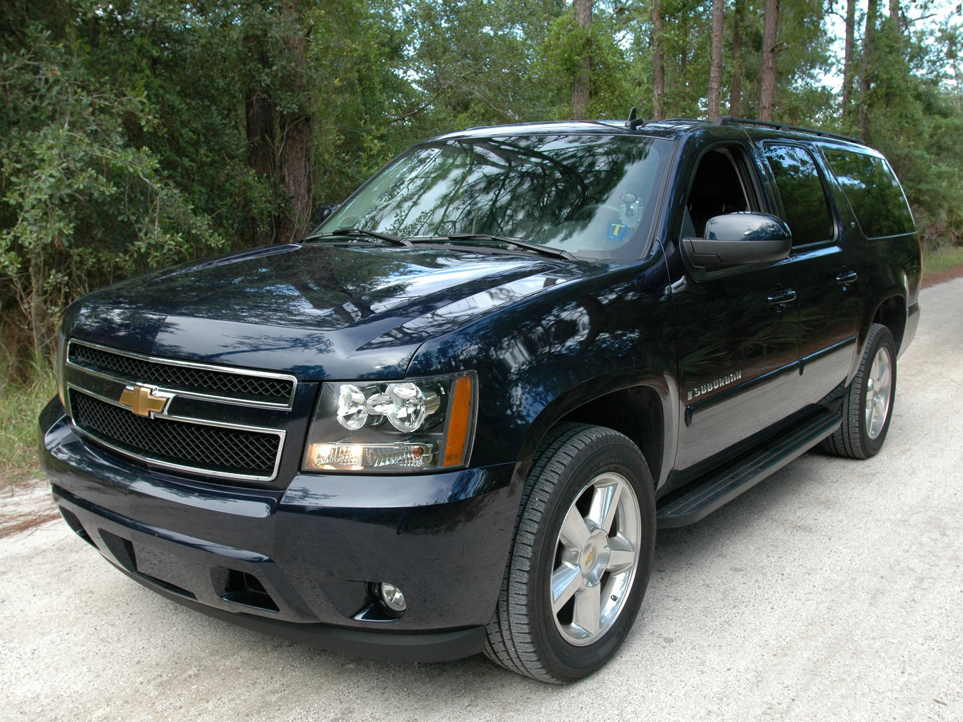 chevrolet suburban review and photos. Black Bedroom Furniture Sets. Home Design Ideas