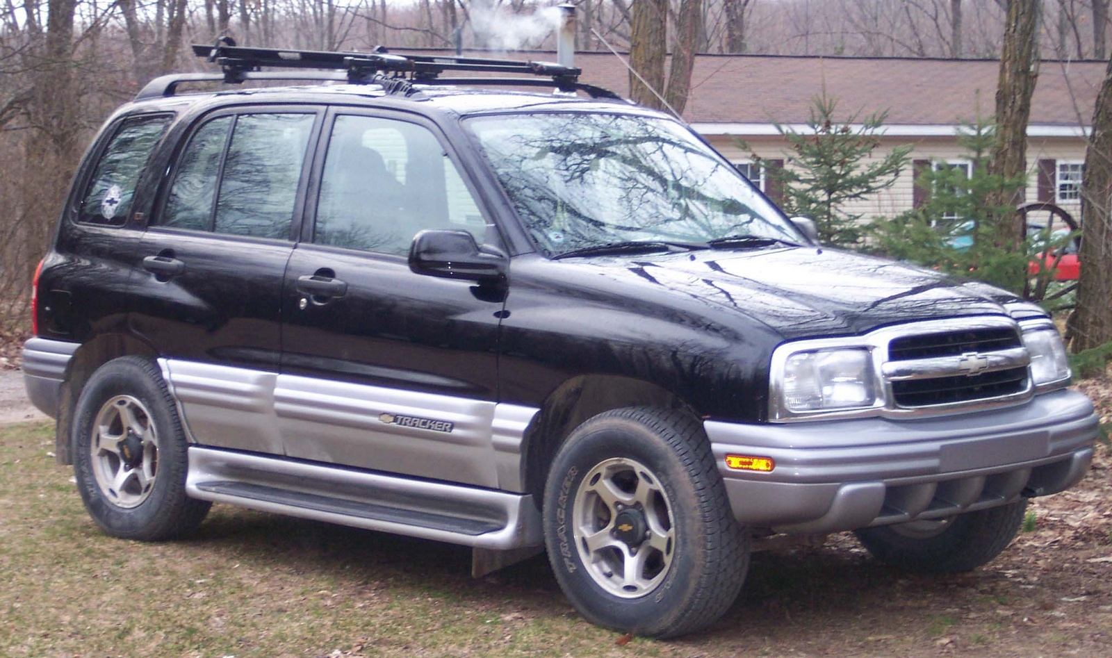 CHEVROLET TRACKER black
