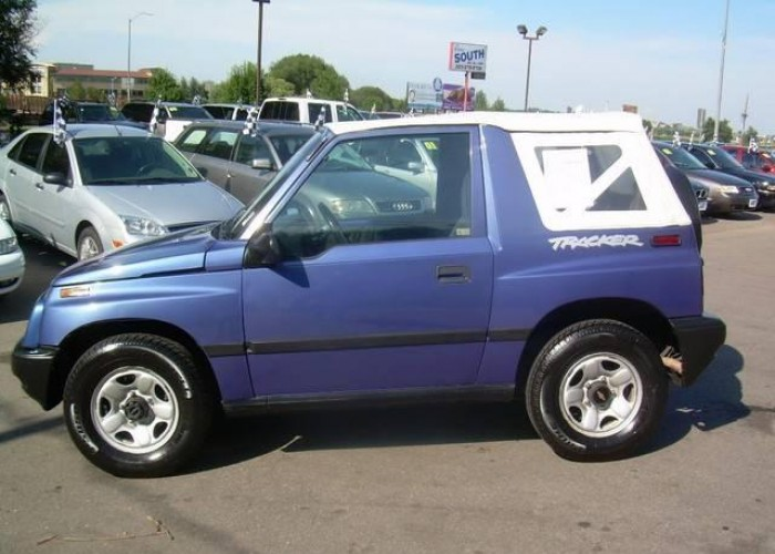 CHEVROLET TRACKER blue