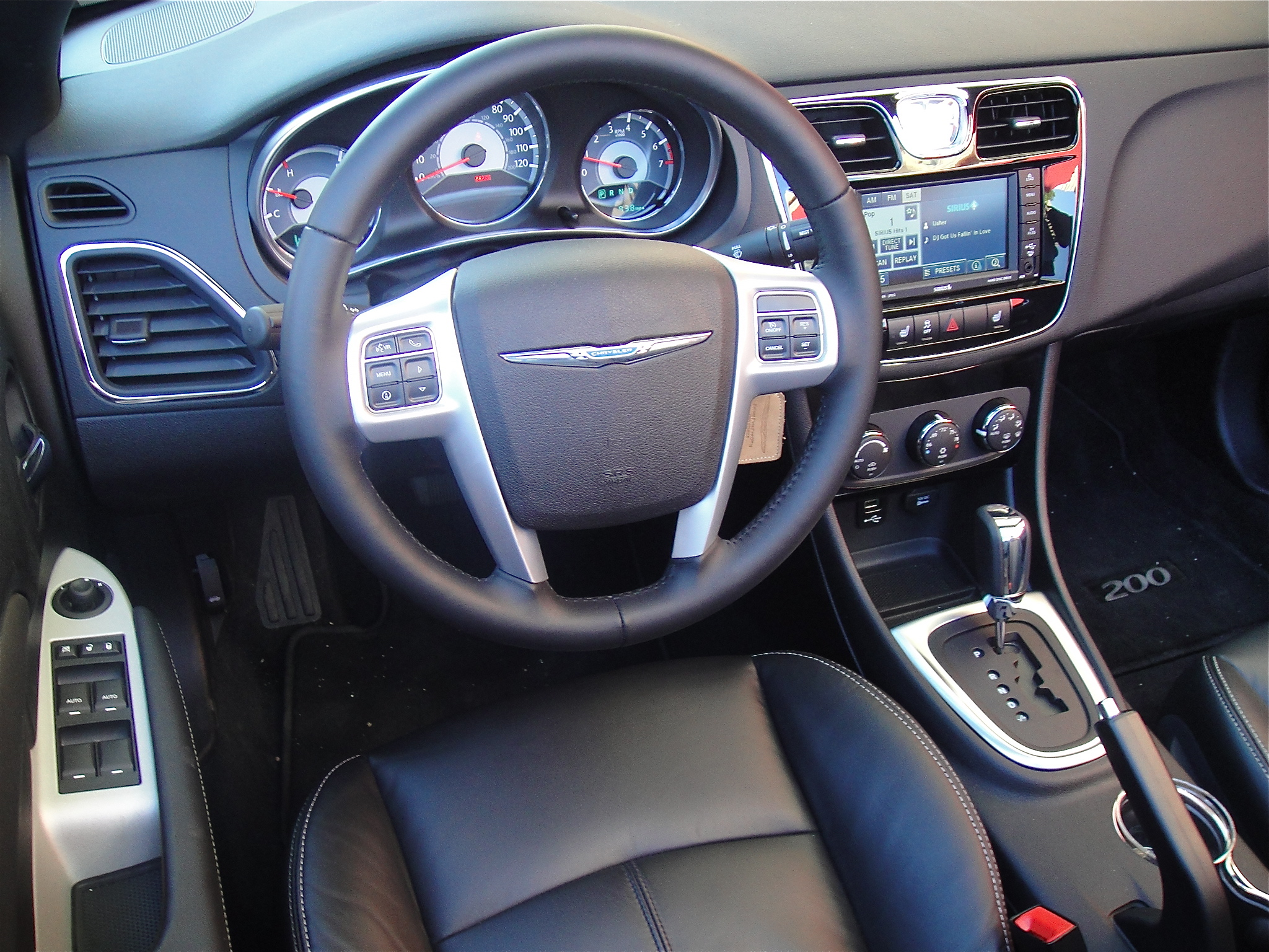 Chrysler 200 convertible interior