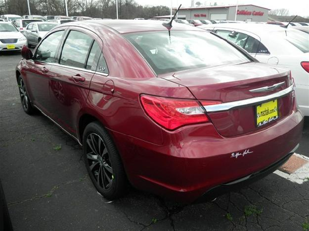 CHRYSLER 200 red