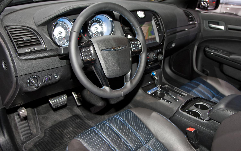 CHRYSLER 300 interior