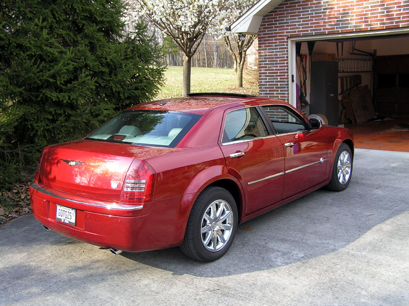 CHRYSLER 300C red