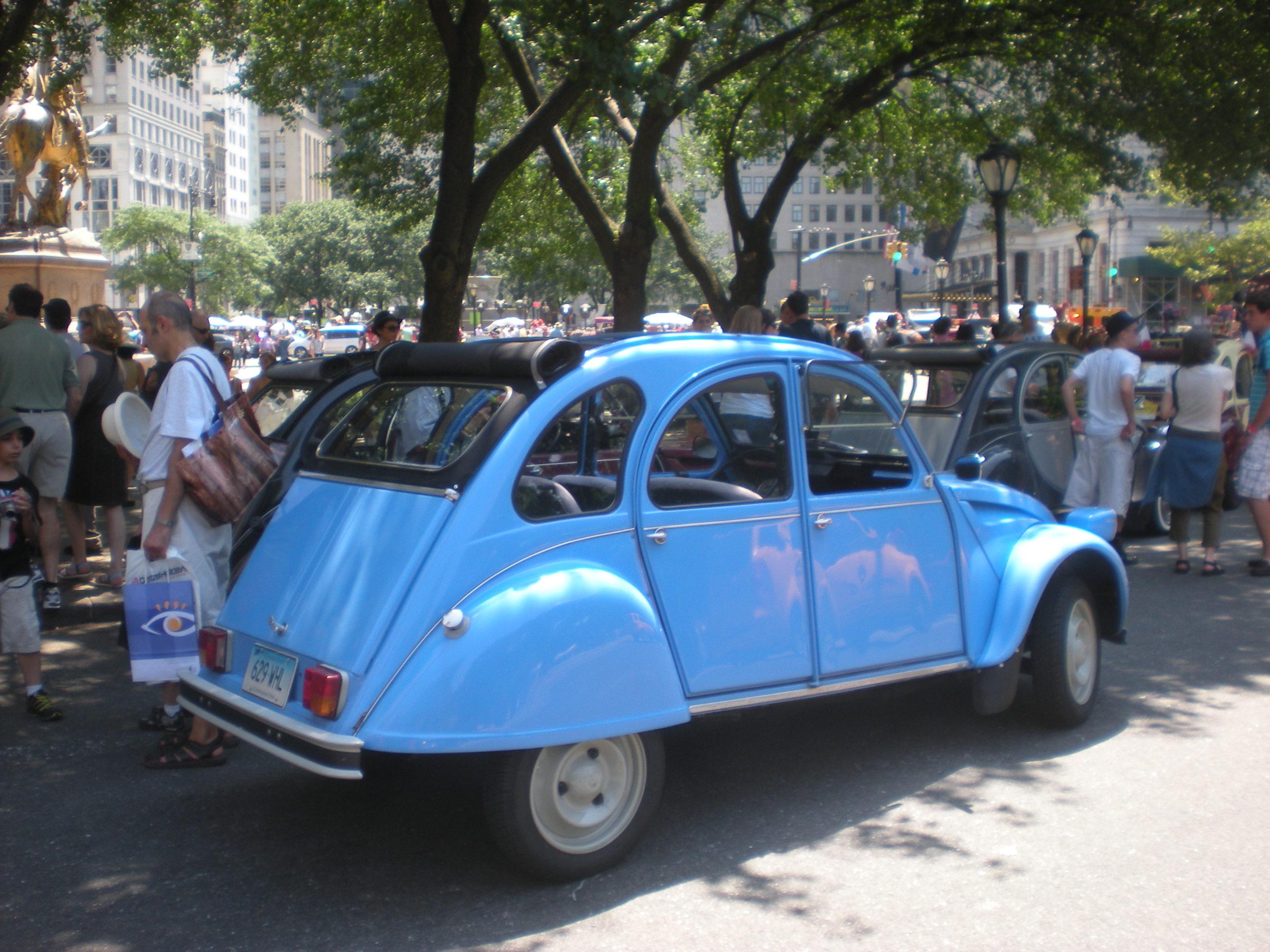 CITROEN 2 CV 6 blue