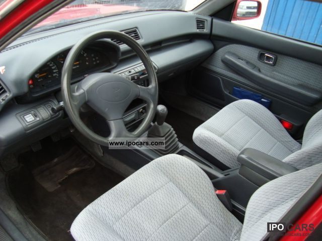 DAIHATSU APPLAUSE 16V red