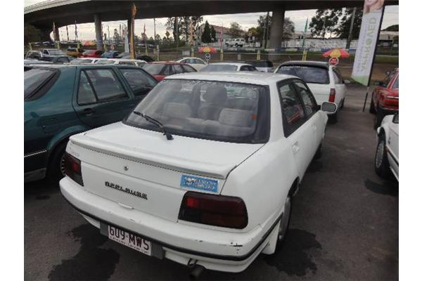DAIHATSU APPLAUSE white