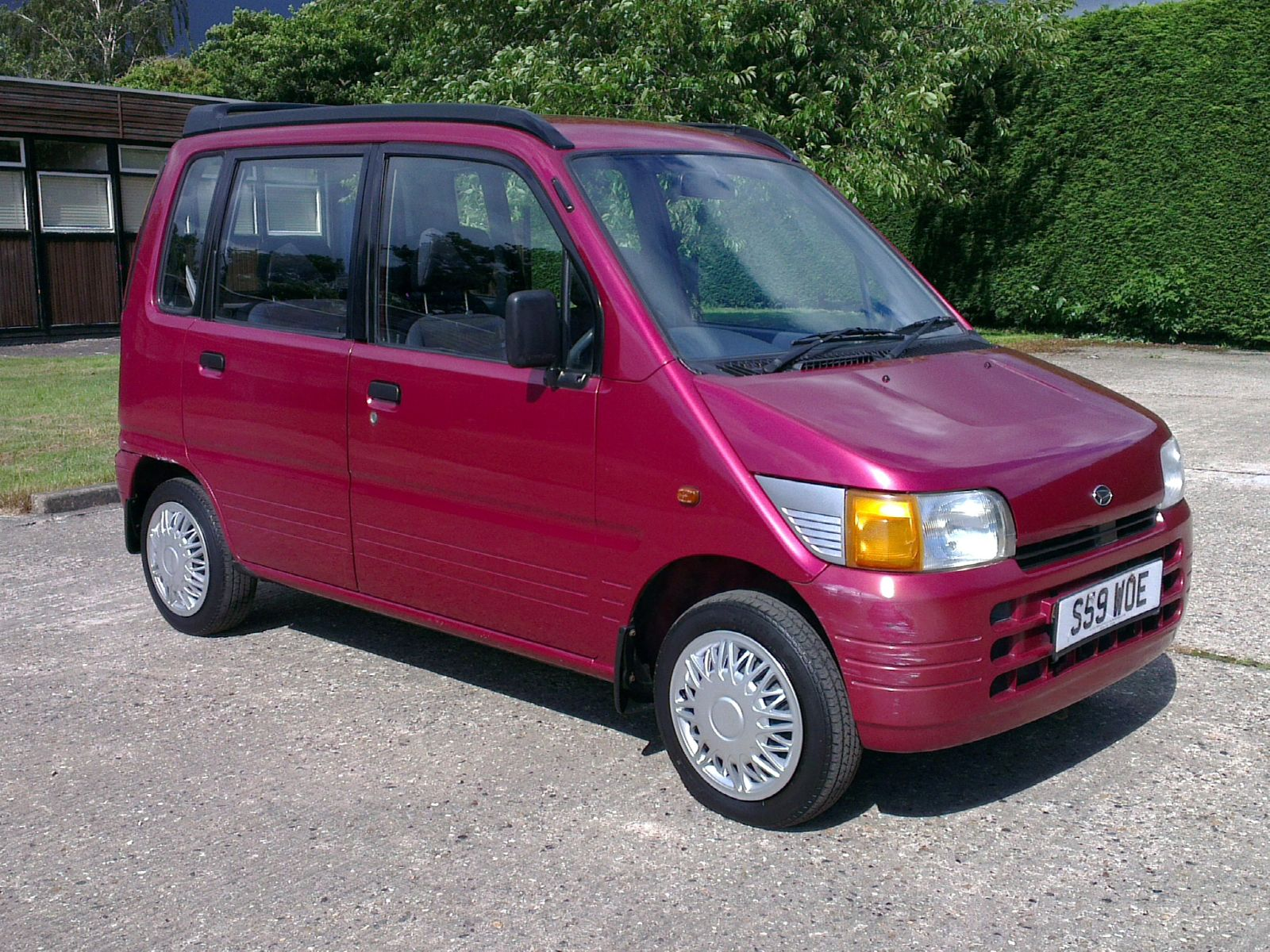 DAIHATSU MOVE red