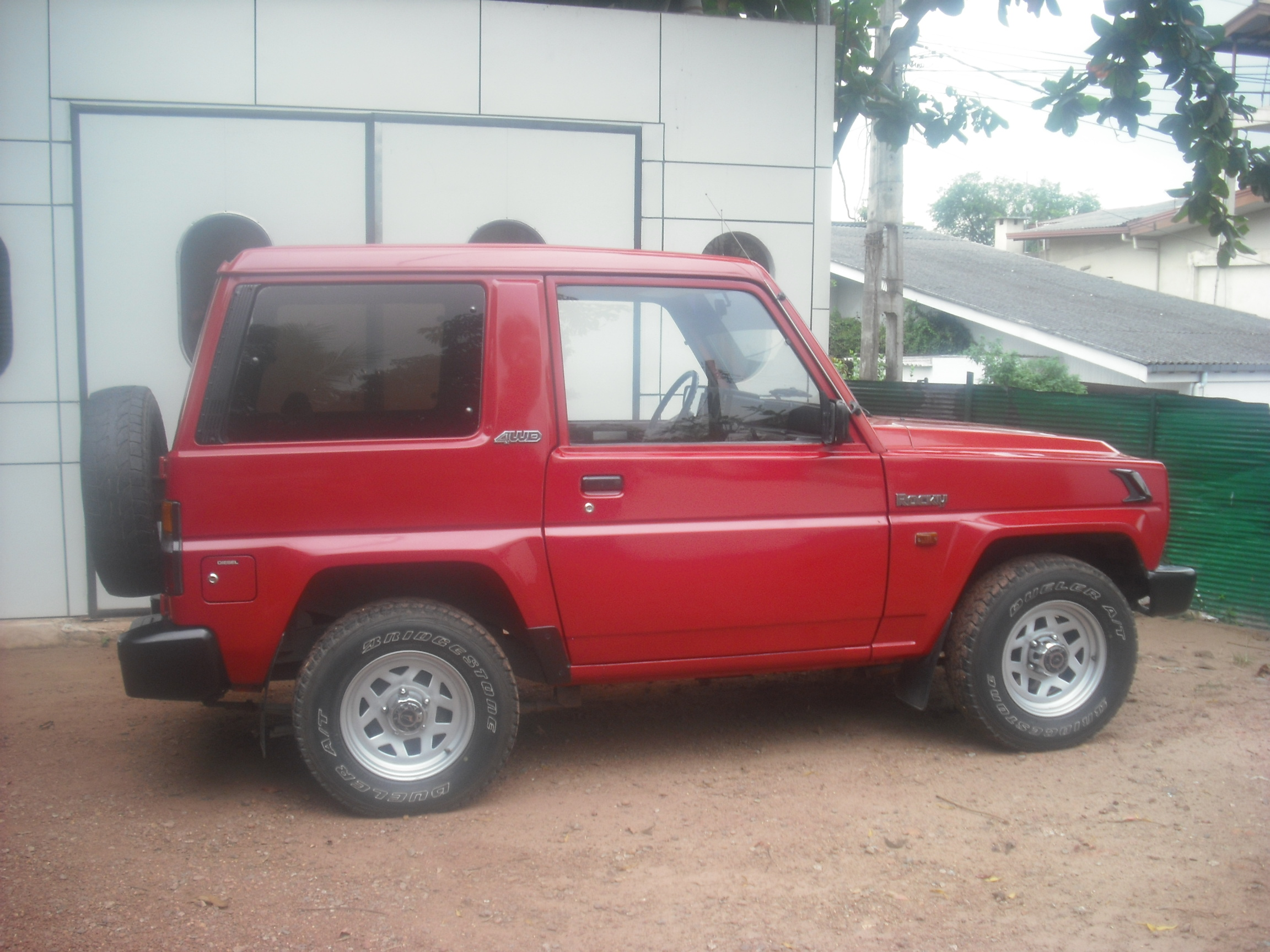 DAIHATSU ROCKY red