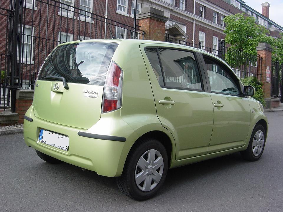 DAIHATSU SIRION green