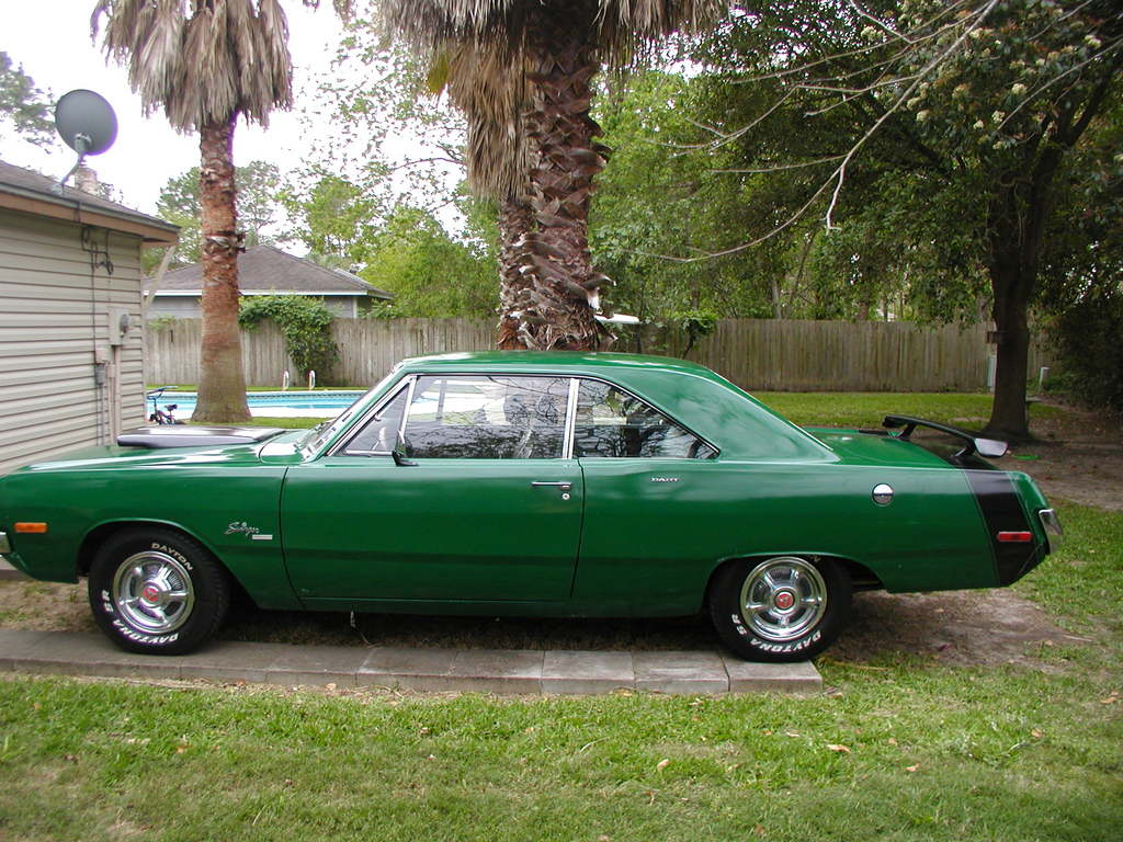 DODGE DART green