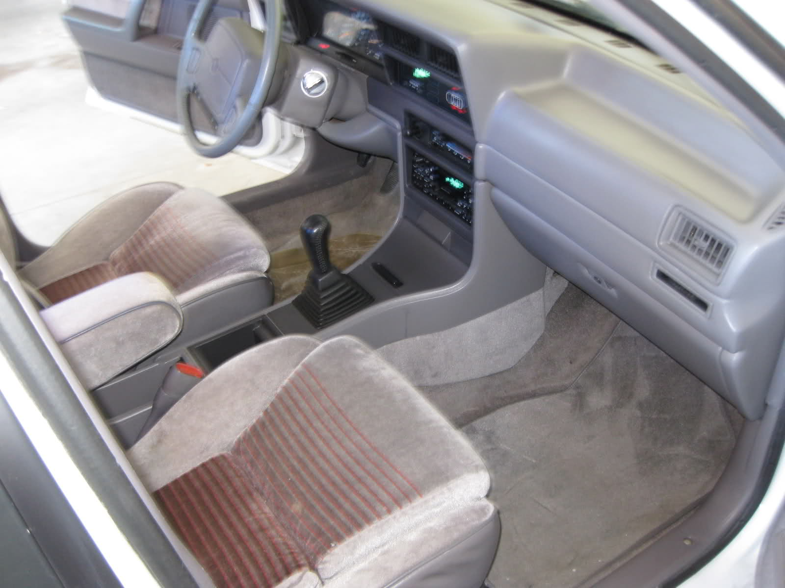 DODGE SPIRIT interior