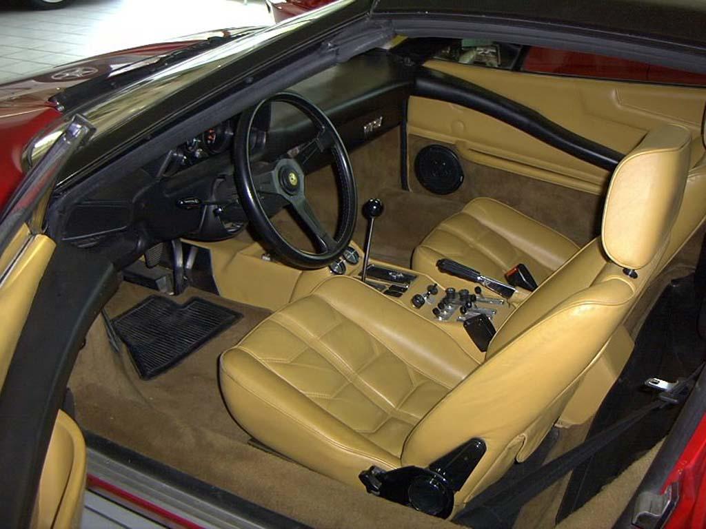 FERRARI 308 interior