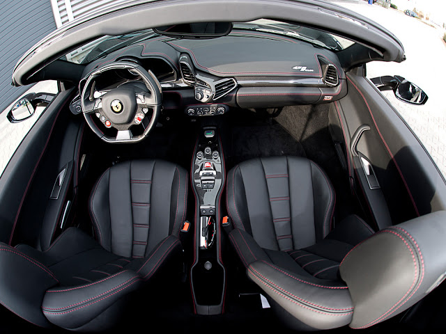 FERRARI 458 SPIDER interior