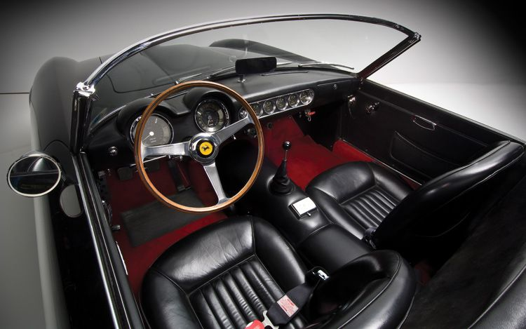 FERRARI CALIFORNIA - Review and photos