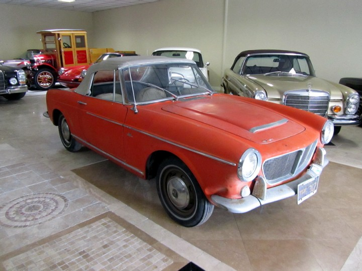 83fiat further Index together with Restaurierung Jaguar E Type likewise 69f 2 further 9714587067. on fiat spider