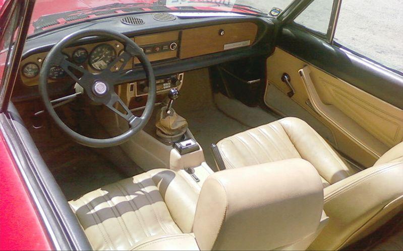 FIAT 124 interior