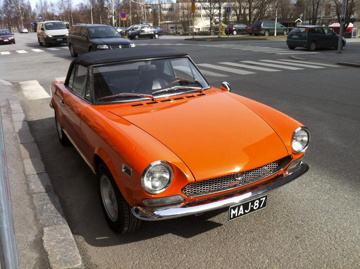 FIAT 124 silver