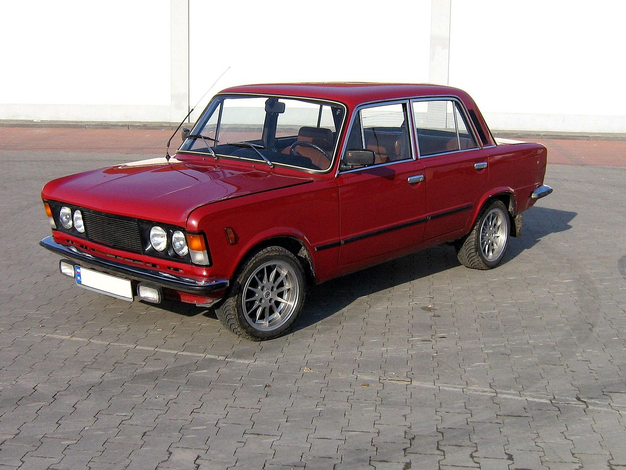 FIAT 125 red