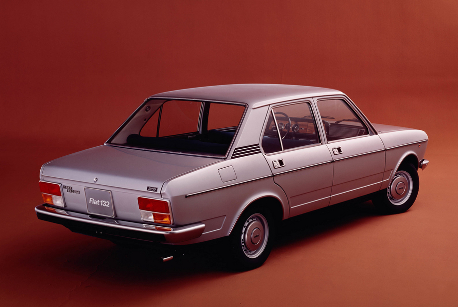 FIAT 132 1800 interior