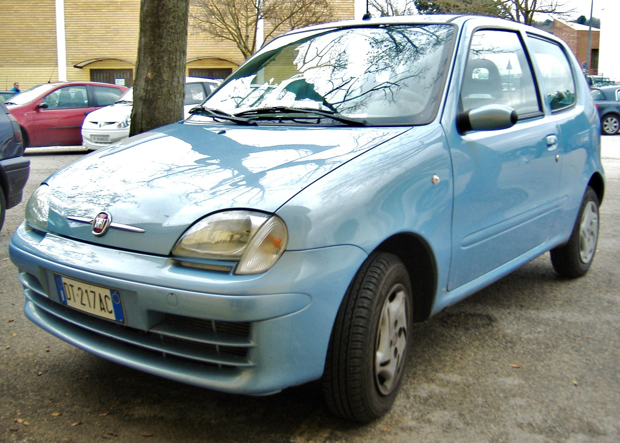 FIAT 600 blue