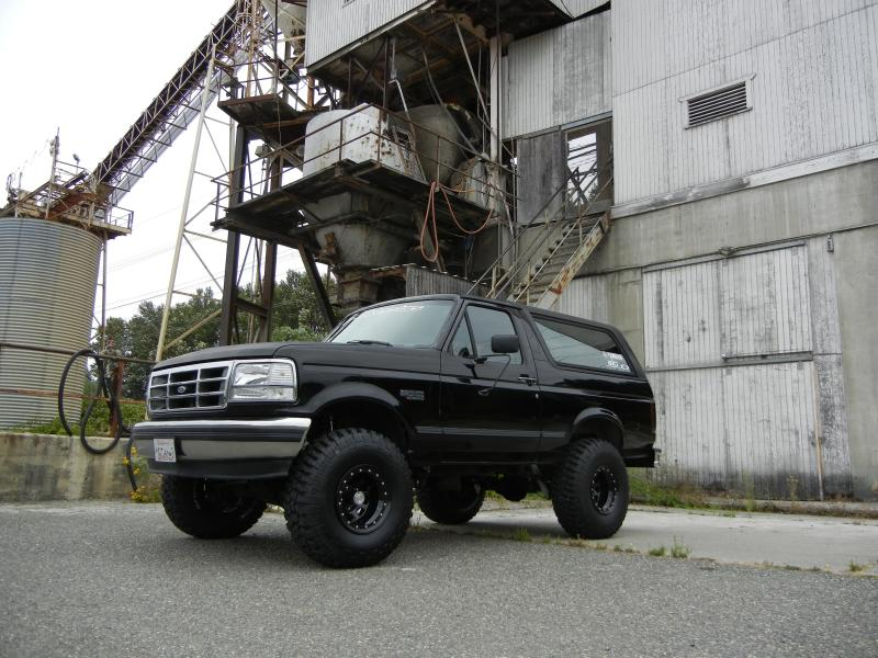 FORD BRONCO 5.8 black