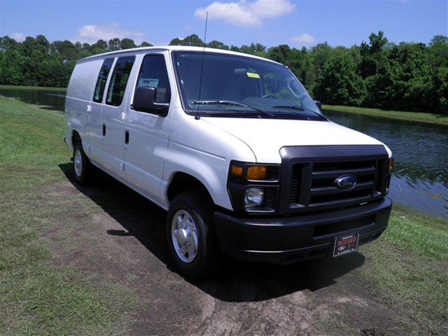 FORD E-150 VAN white