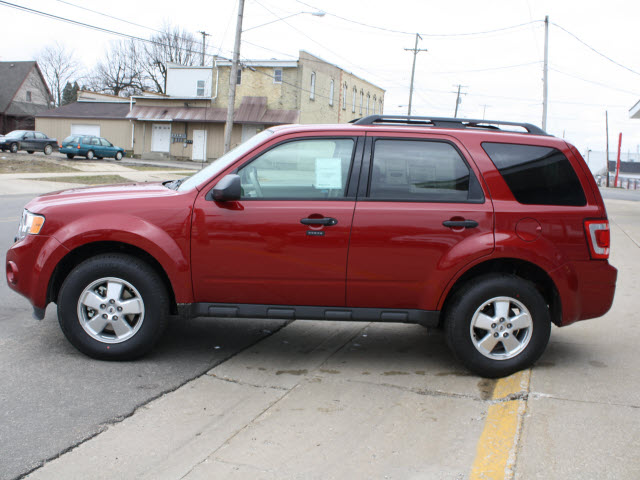 FORD ESCAPE red