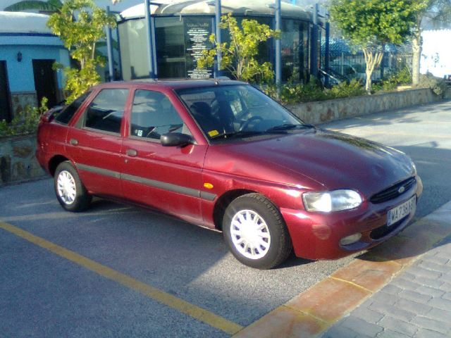 FORD ESCORT 1.6 I 16V blue