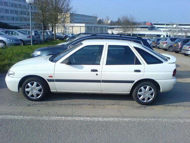 FORD ESCORT 1.6 I 16V green