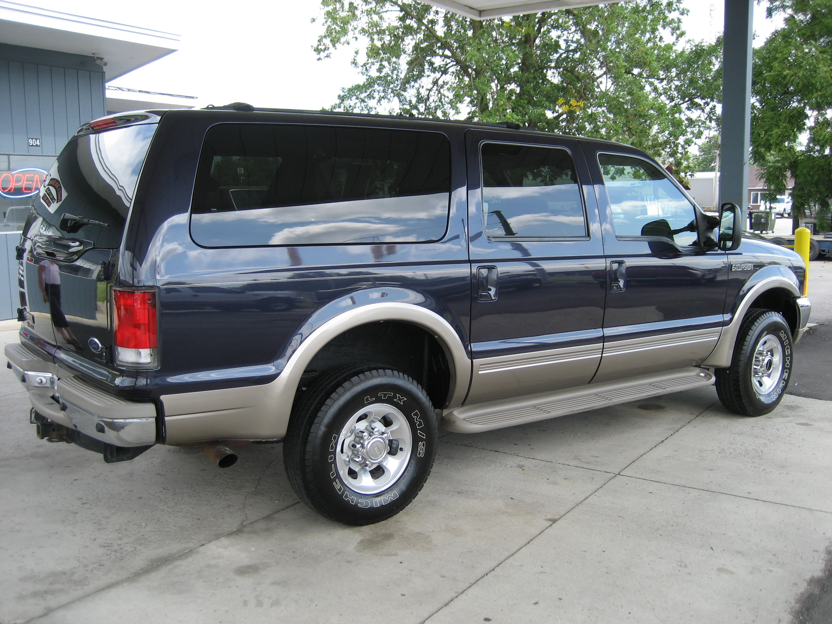 FORD EXCURSION 4X4 blue