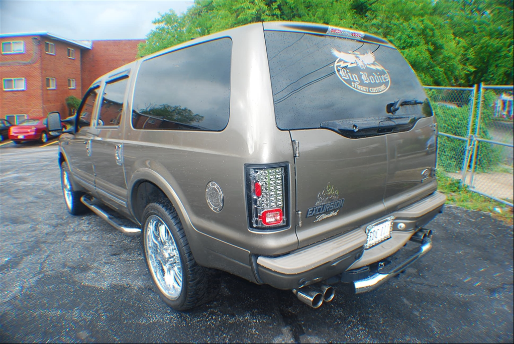 FORD EXCURSION brown