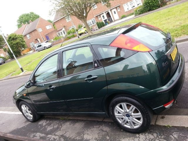 FORD FOCUS 1.4 green