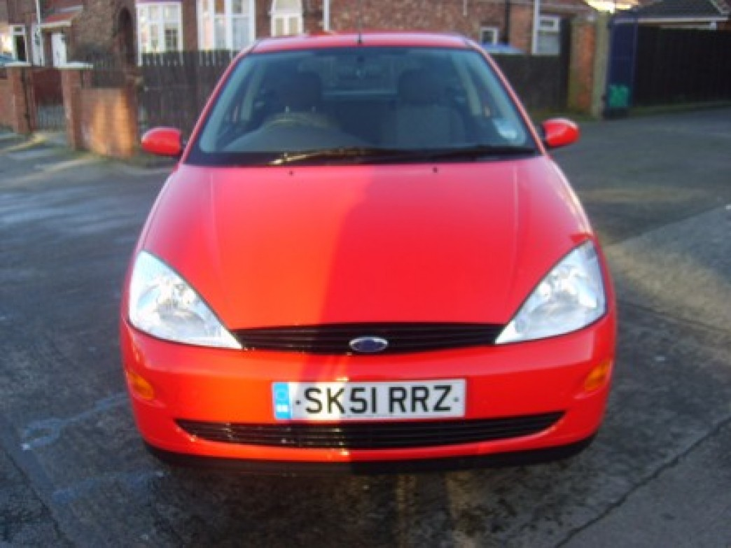 FORD FOCUS 1.4 red