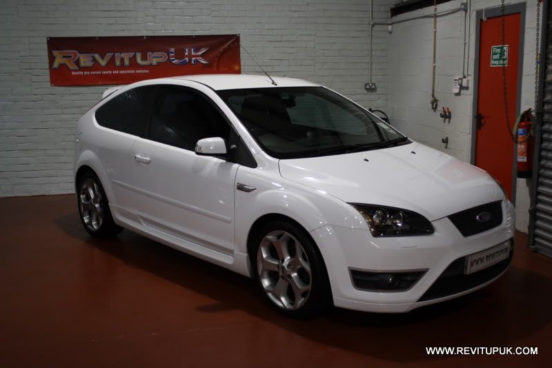 FORD FOCUS white