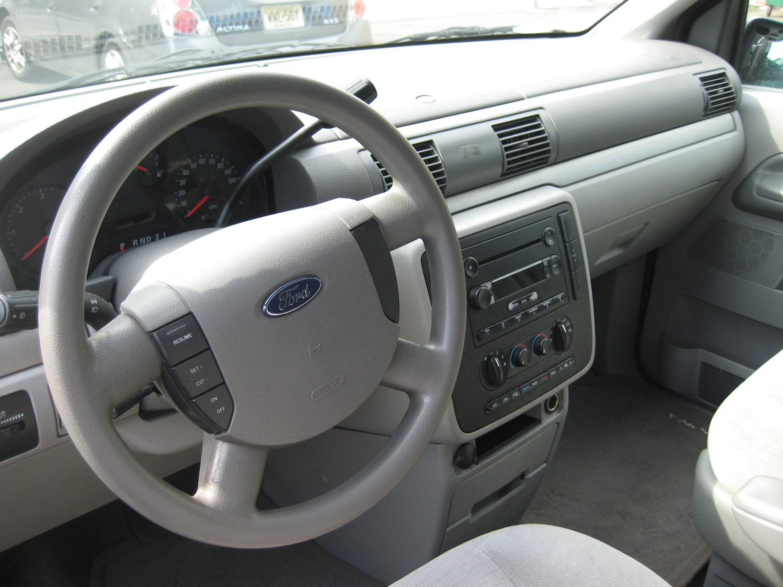 FORD FREESTAR interior