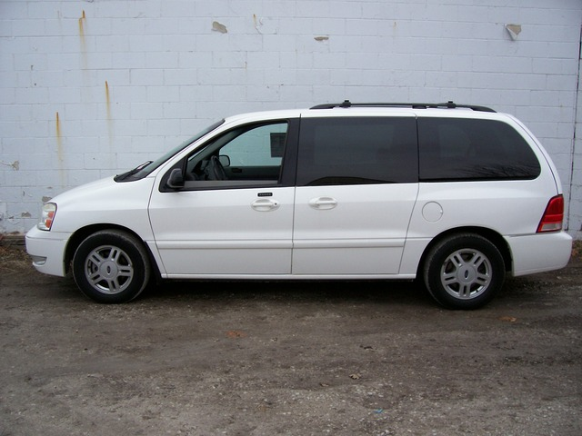 FORD FREESTAR white