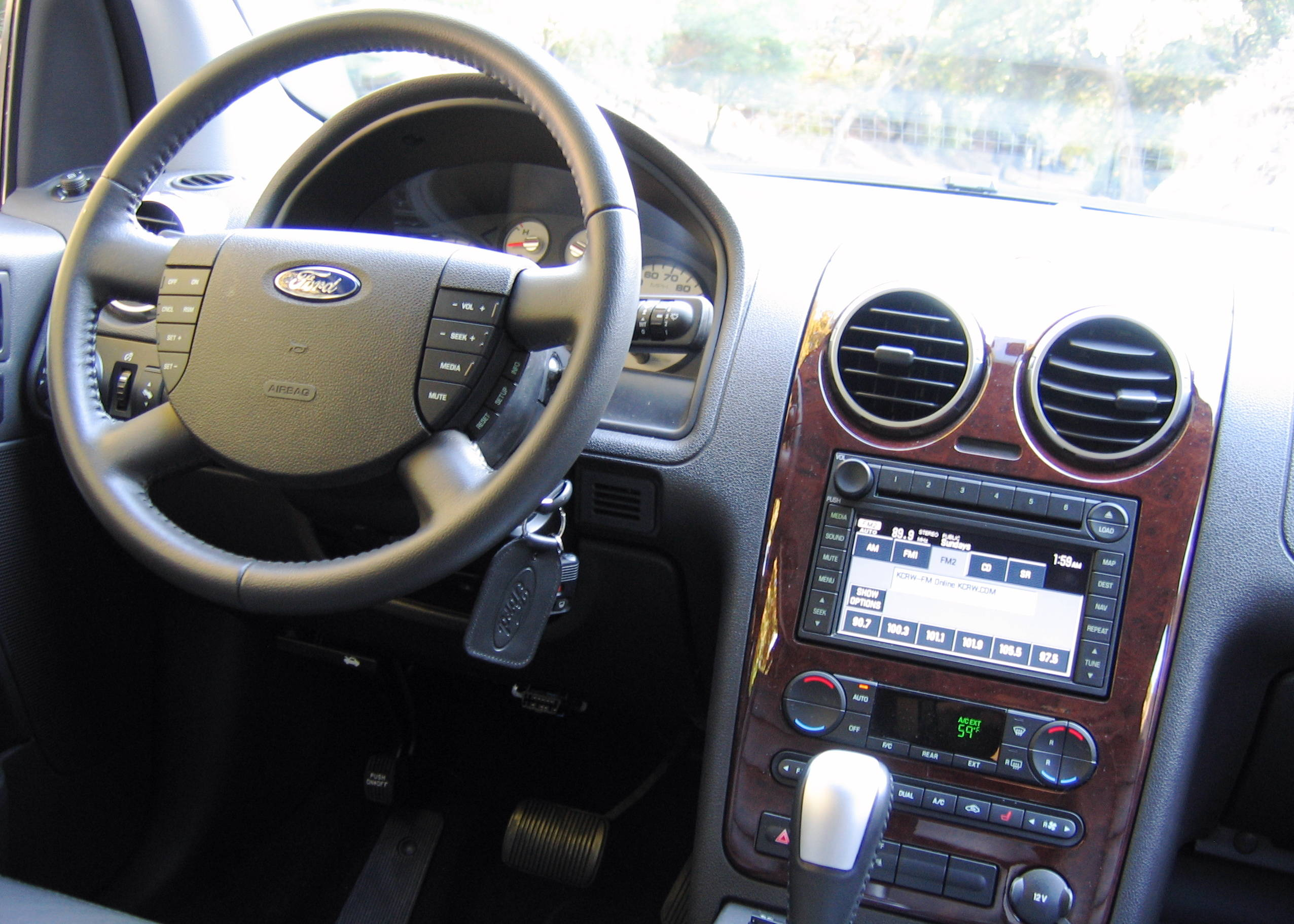 FORD FREESTYLE black & FORD FREESTYLE - Review and photos