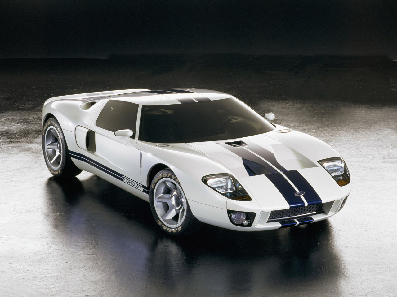 FORD GT white