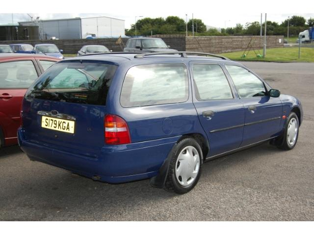 FORD MONDEO 1.8 ESTATE interior