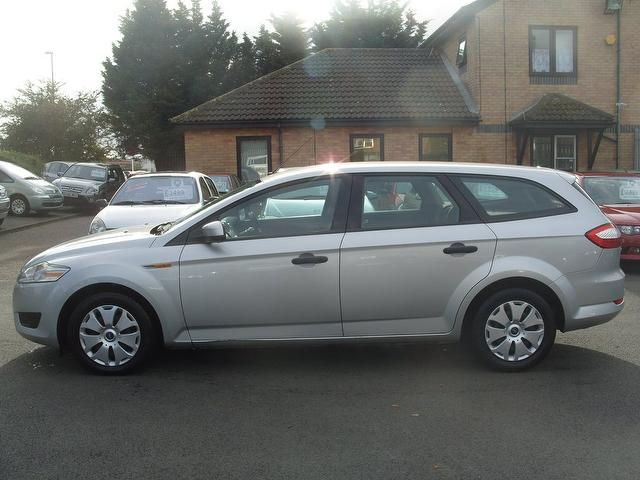 FORD MONDEO 1.8 ESTATE silver