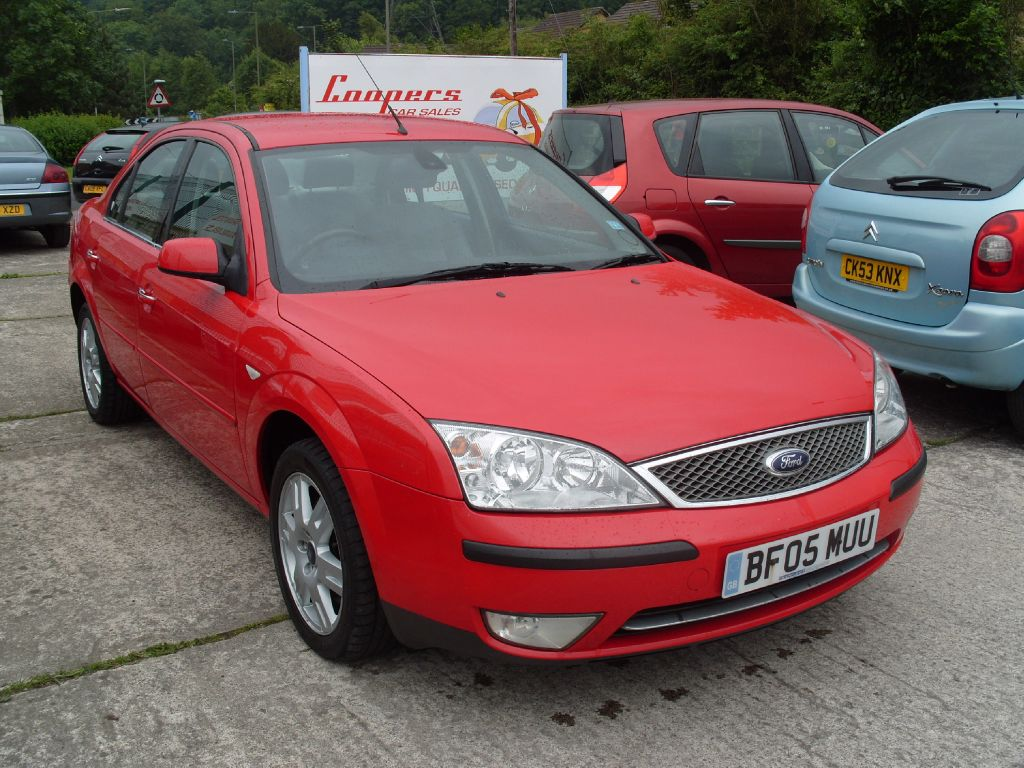 FORD MONDEO red