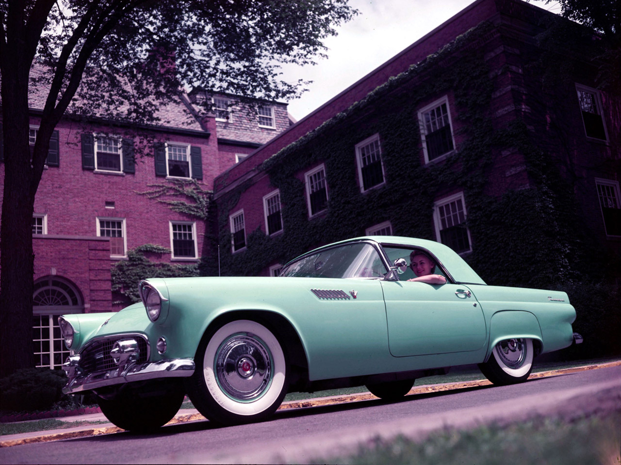 FORD THUNDERBIRD CAR green