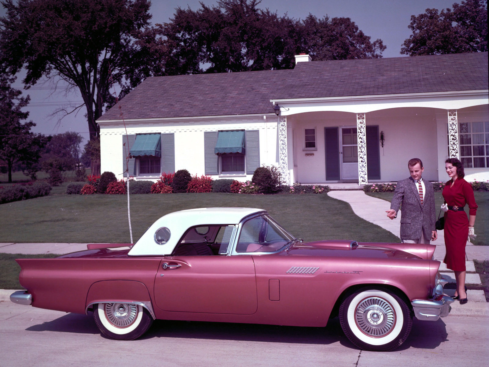 FORD THUNDERBIRD CAR