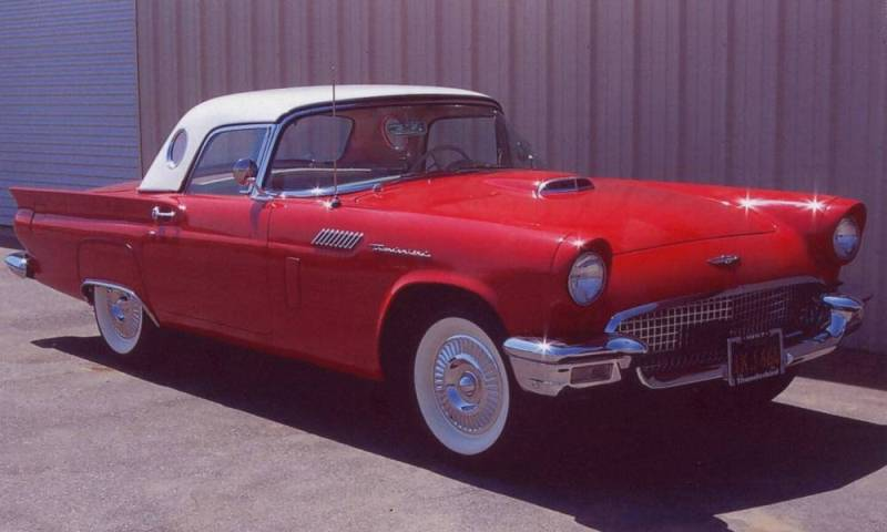 FORD THUNDERBIRD CAR red