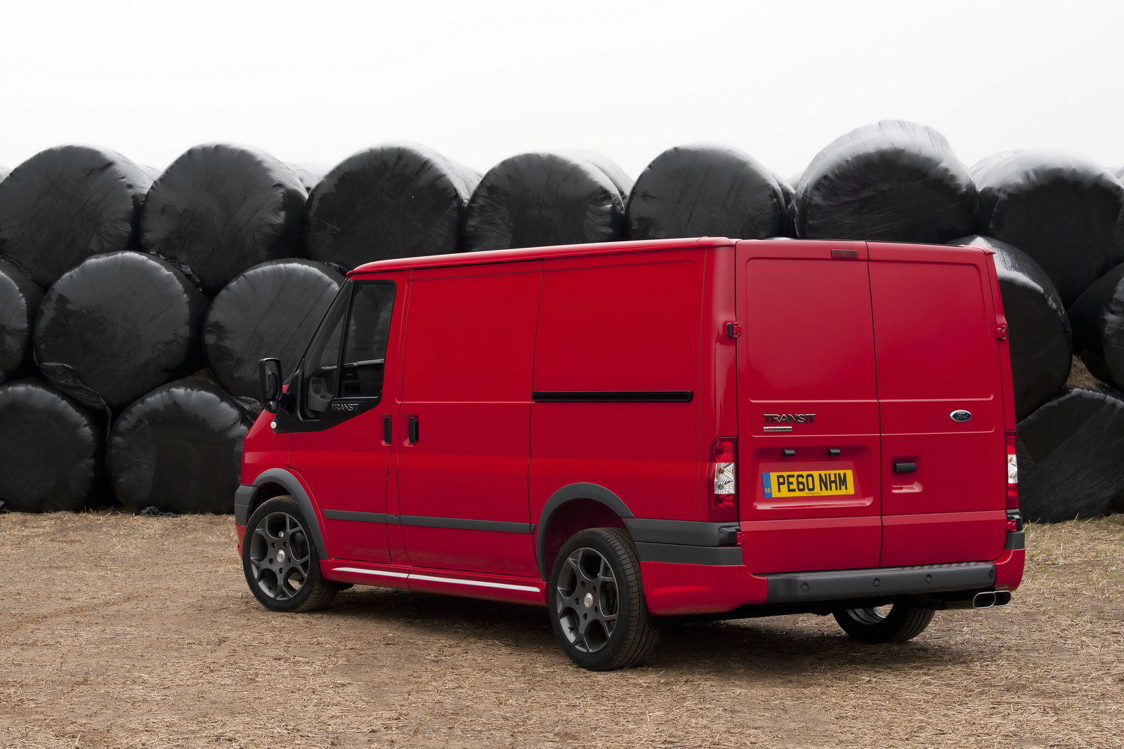 FORD TRANSIT red