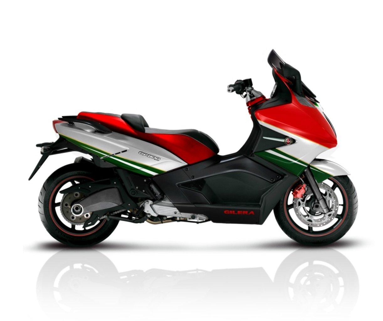 GILERA GP 800 green
