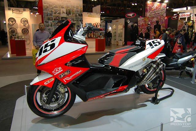 GILERA GP800 red