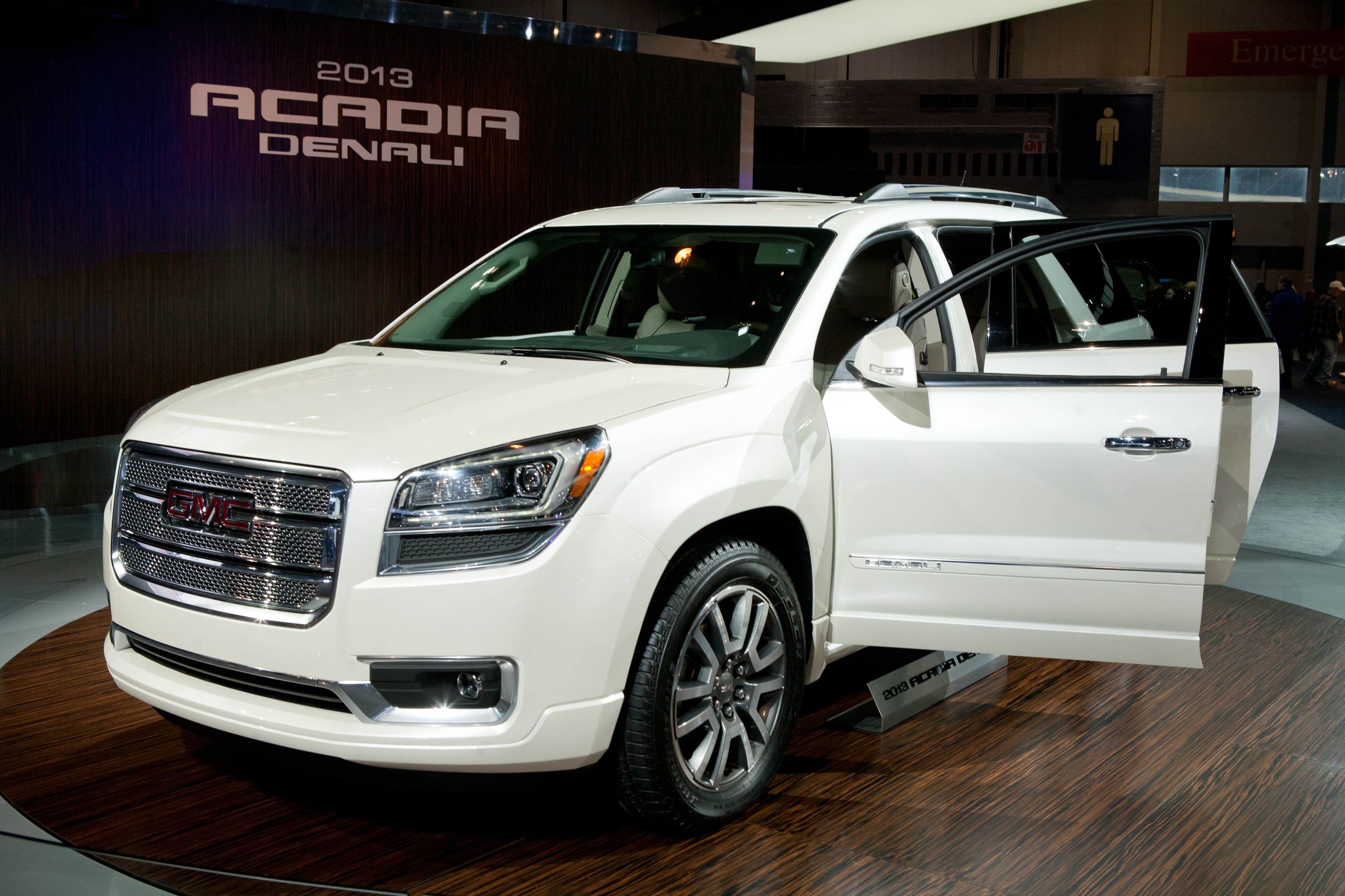 gmc acadia review and photos. Black Bedroom Furniture Sets. Home Design Ideas