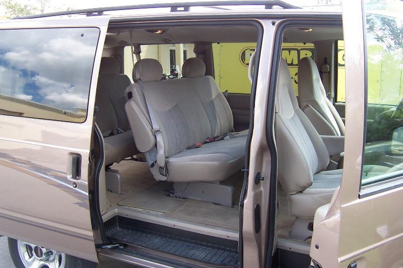 GMC SAFARI interior