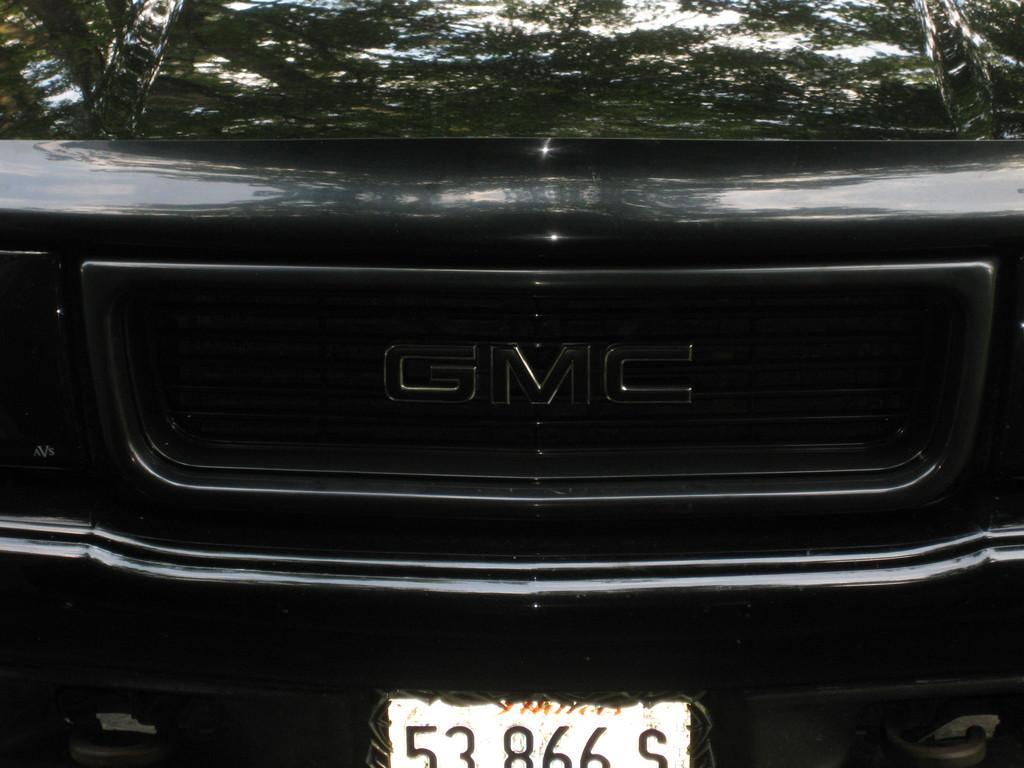 GMC SONOMA black